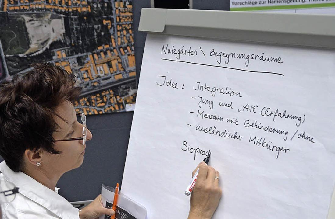 Christine Trautwein-Domschat bringt Ideen zu Papier.  | Foto: Peter Gerigk