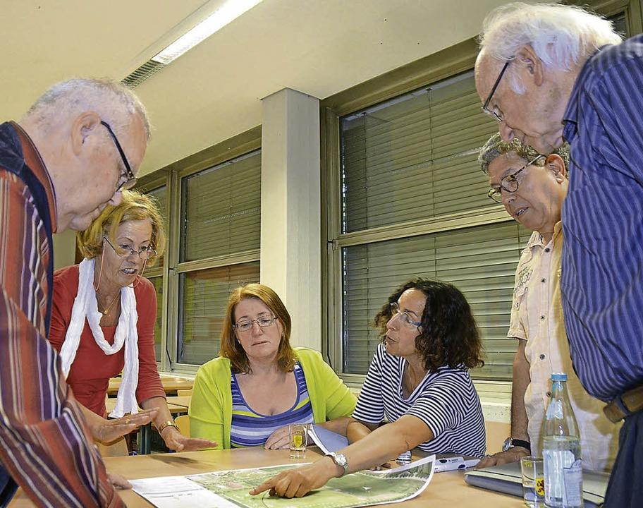 Konstruktiv zu ging es in den vier Arb...pädagogik (links) und Aufenthalt/Wege.  | Foto: Peter Gerigk