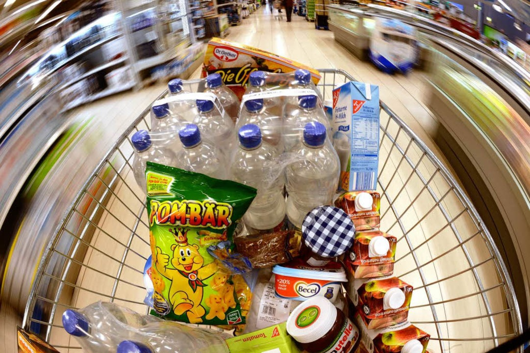 Viele Lebensmittel werden eingekauft. Aber wird wirklich auch alles gegessen?  | Foto: Dpa