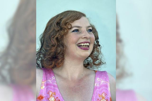 Die Altistin Daniela Bianca Gierok singt in Inzlingen