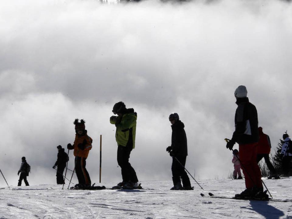 Skifahren ist eine Gaudi. Das Engageme... – wenn Geld in der Kasse fehlt.    Foto: dpa