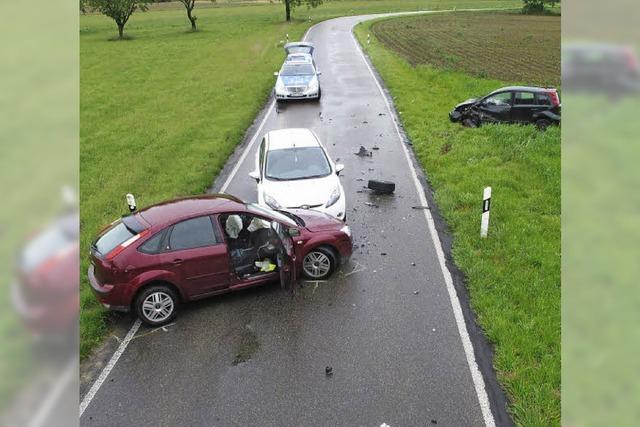 Schwerer Unfall: Zwei Verletzte und 15 000 Euro Schaden