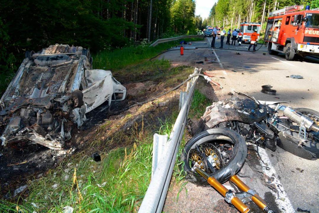 Zwei Tote, zwei Schwerverletzte: Das i...schweren Verkehrsunfalls auf der B317.  | Foto: Kamera 24