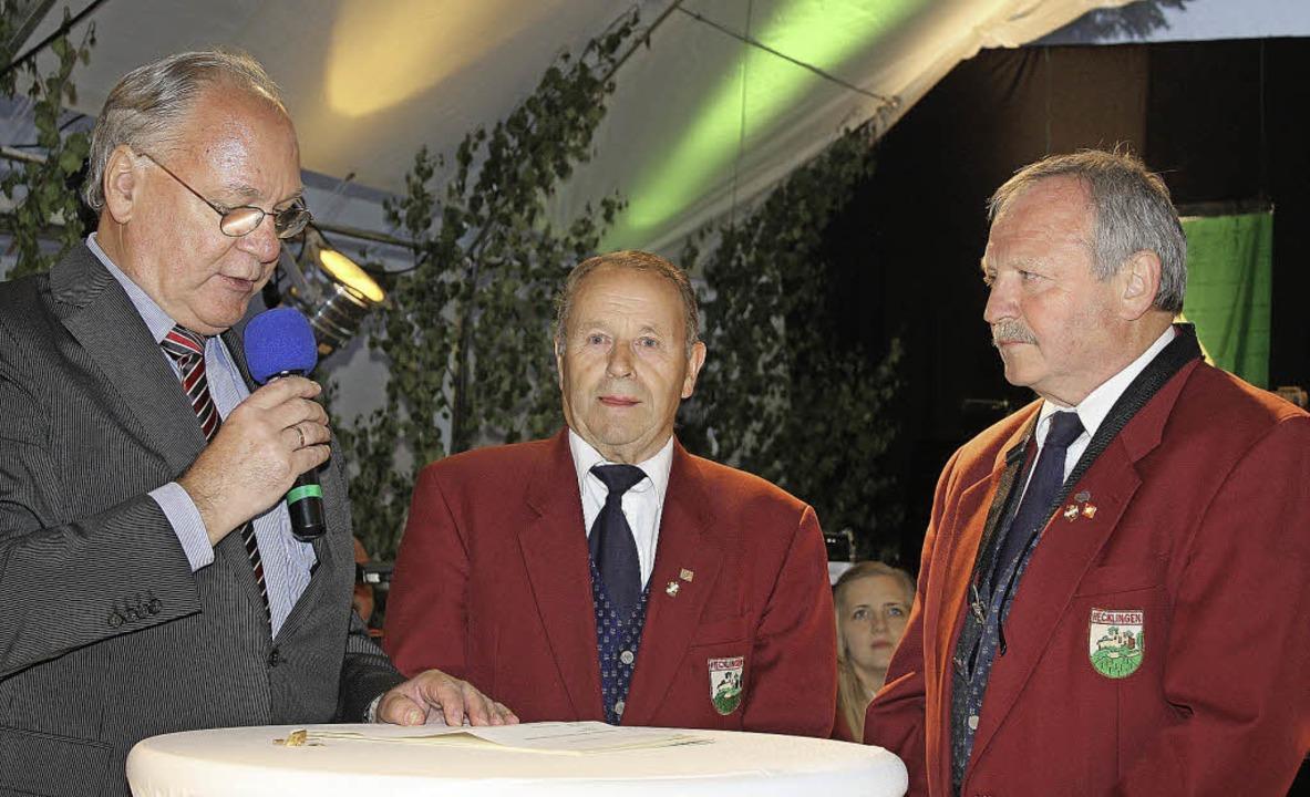 Musiker-Ehrungen einmal anders: In loc...ie 50-jährige Treue von Adalbert Kopp.  | Foto: Werner Schnabl