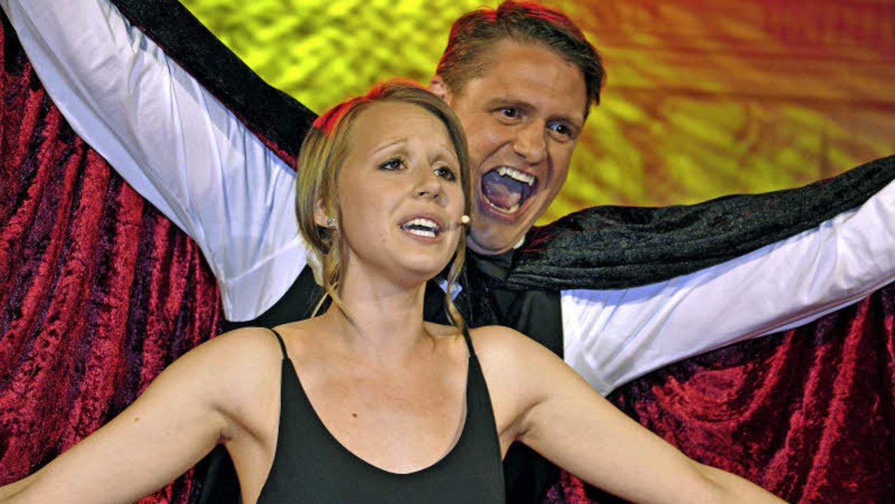 Jasmin Nopper und Tobias Gnacke sorgten für Gänsehaut im Publikum.  | Foto: Bernhard Rein