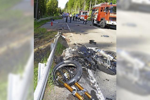 Zwei Motorradfahrer sterben bei Unfall im Hochschwarzwald