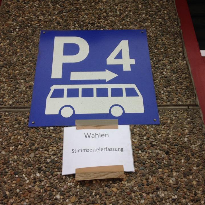 Die Auszählung für die Freiburger Kommunalwahl findet im Busdepot der VAG statt.  | Foto: Yvonne Weik