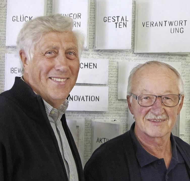 Jürgen Wiesenhütter (links) und Herber...der Ausstellung zum 10-Jahr-Jubiläum.   | Foto: Sabine Ehrentreich