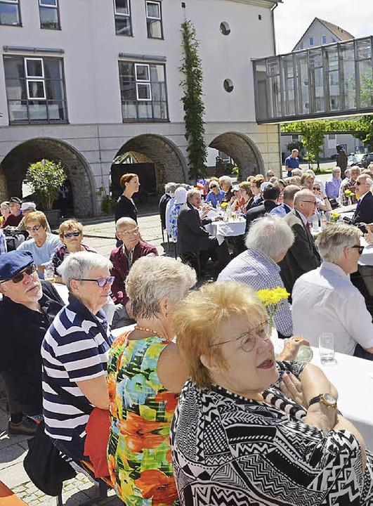 Festakt im Rathaus-Innenhof    Foto: Gerhard Walser