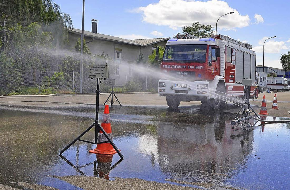 Eine Übung:  Vollbremsung auf nasser Straße    Foto: Jörg Schimanski