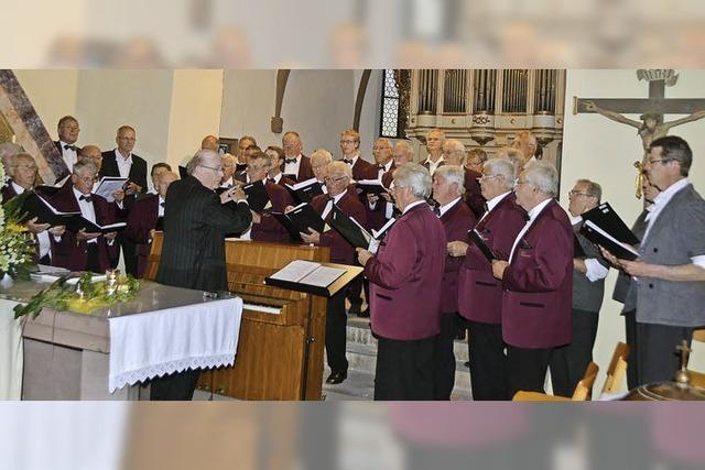In der Kirche erklingen schöne Lieder