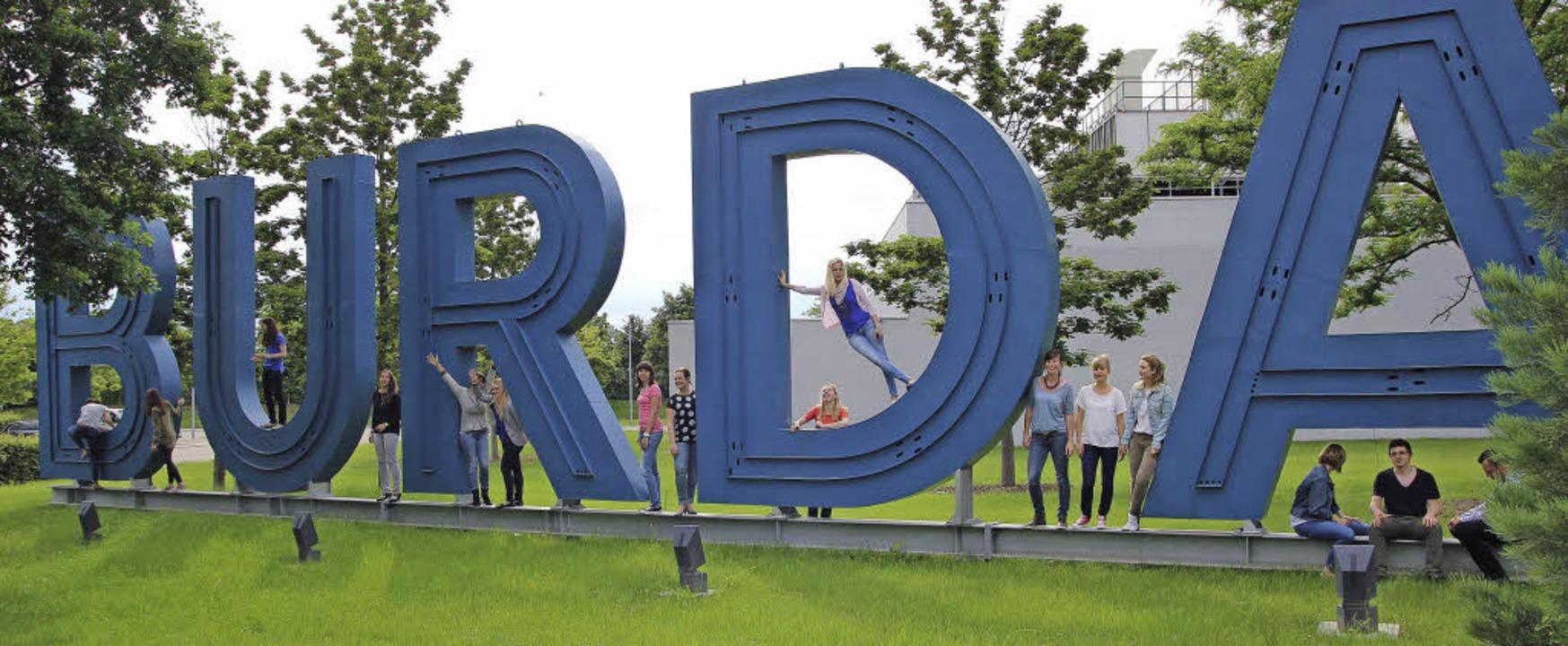 Dreh des Offenburger Happy-Films von B...Huber, hier mit Mitarbeitern von Burda    Foto: Bild honorarfrei
