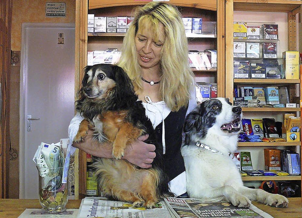 <Text>Annemarie Steinle hat ein Herz für Hunde. </Text>  | Foto: Ute Aschendorf