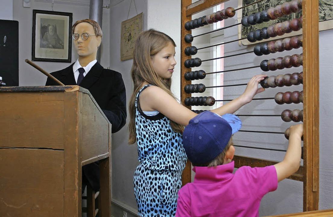 Zum Glück für die Kinder von heute, di... anno dazumal nur eine  leblose Puppe.    Foto: christa rinklin