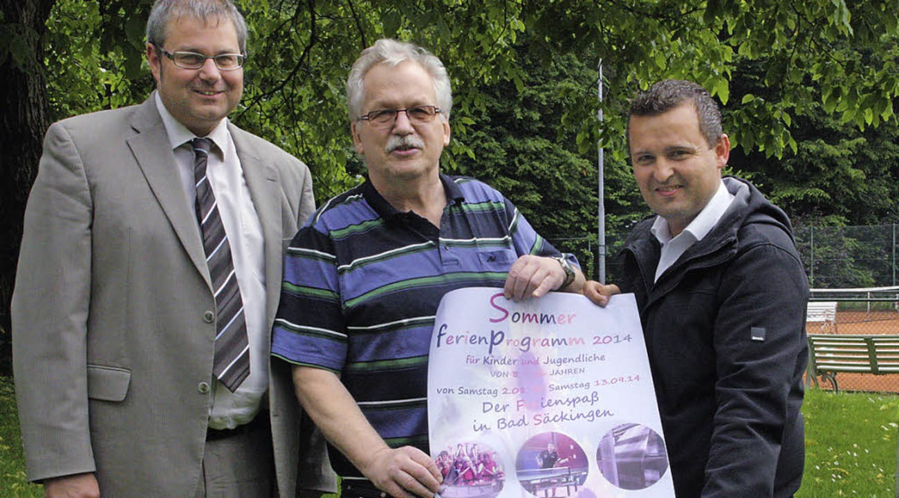Organisator Michael Lafon (Mitte), BZ-...das Engagement aus Bürgerreihen freut.  | Foto: jörn kerckhoff