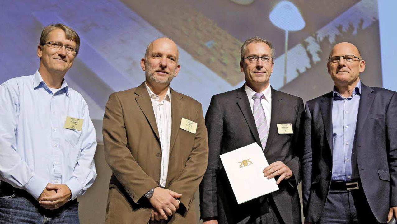 Christian Renner und Axel Moick vom Ba...ann (von links)  bei der Preisvergabe     Foto: zVg