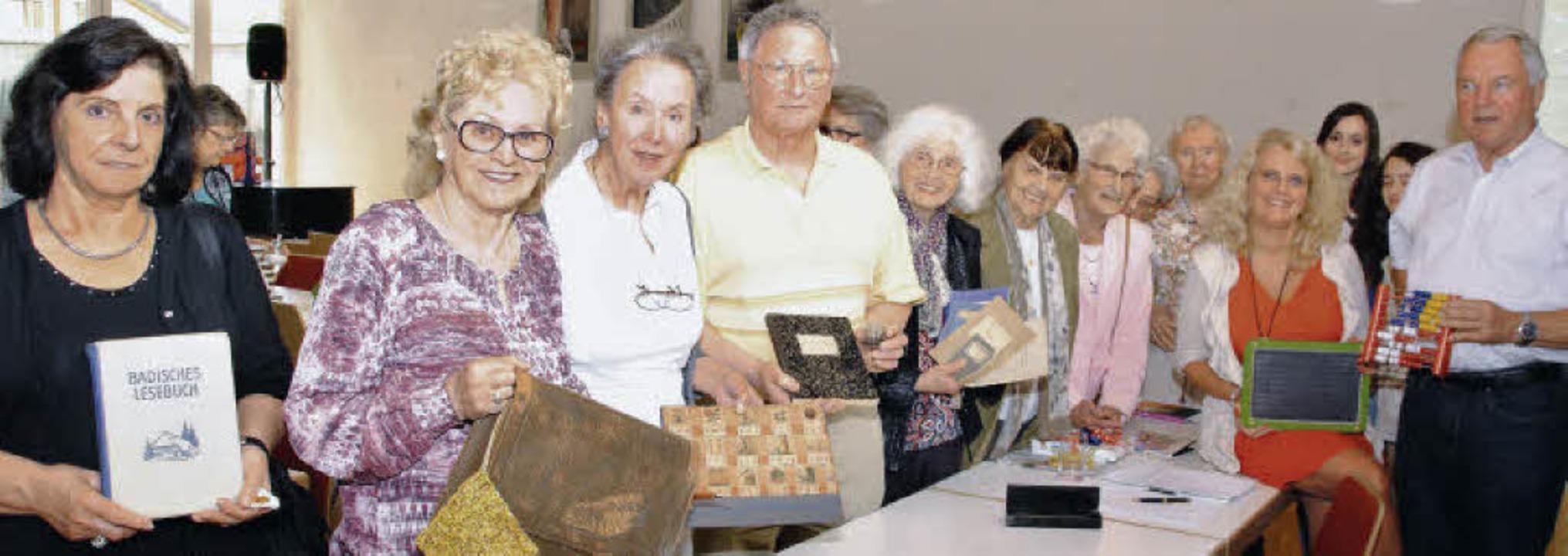 Mit einem unterhaltsamen Vortrag über ...chts) seine Zuhörer der Senioren-VHS.     Foto: Sedlak