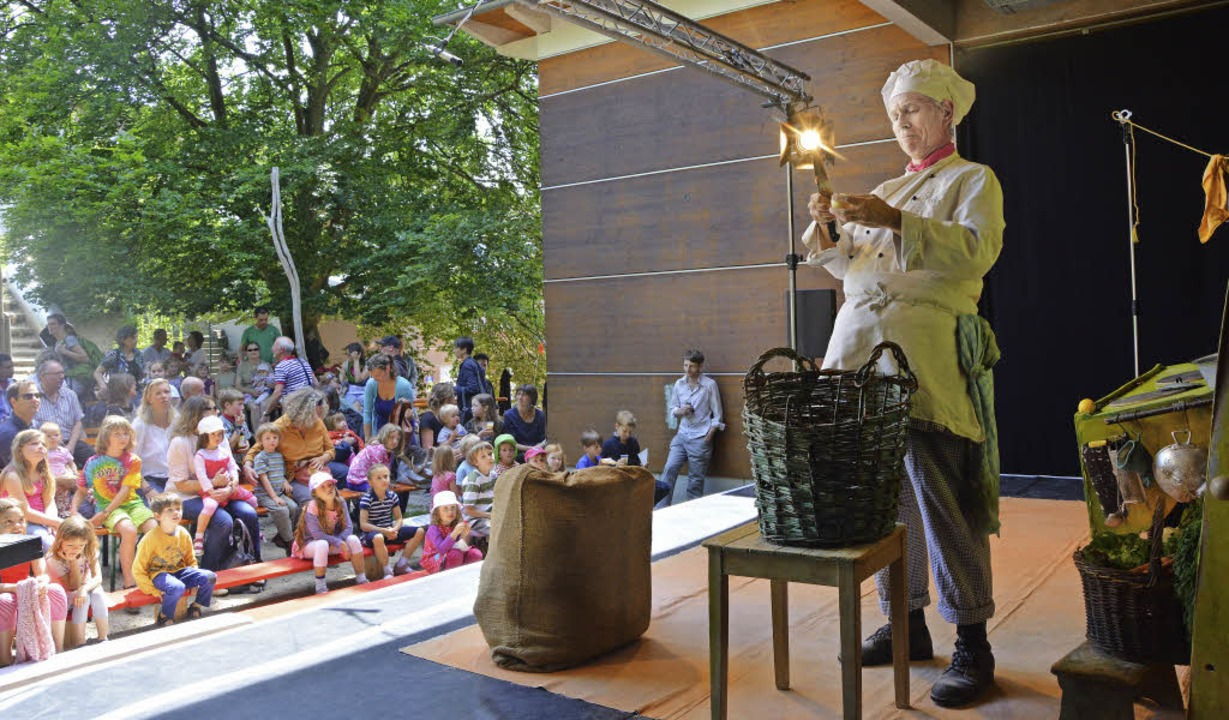 "Das  Cargo Theater Freiburg eröffnete ...en ""100 lebendige Weisen""   | Foto: Barbara Ruda"