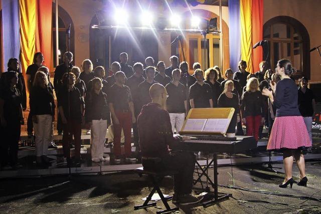 Schöner Klang und Gesang unterm Platanendach