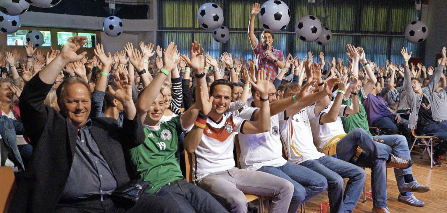 Ole Ole Ole Ole - Comedian Matze Knop ...ästehaus die Vorfreude auf die WM an.     Foto: Hartenstein