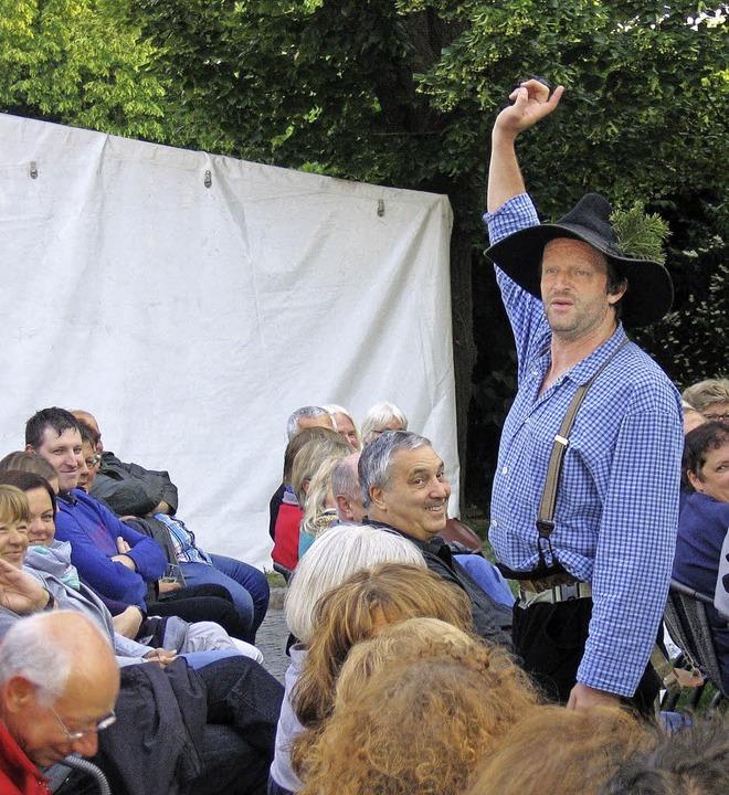 Das  Leben  im Hochschwarzwald erklärt...ierten  Publikum im Weinstetter  Hof.     Foto: Ingeborg Grziwa