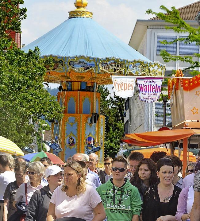 Die Kirmesstimmung lockt viele Besucher an.   | Foto: ibö (1)/maj (4)