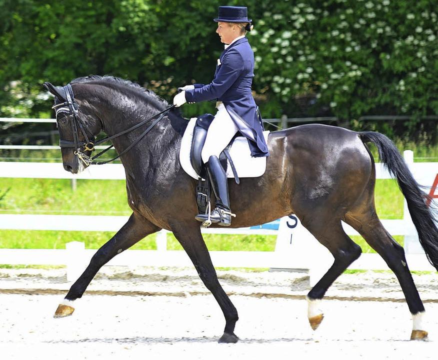 Erfolgreichste Reiterin beim Turnier d...xandra Mumm-Gerweck auf FBW San Disco   | Foto: Dippel