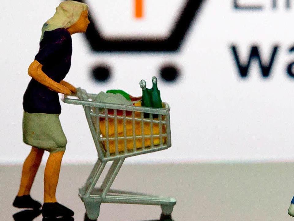 Onlinehändler können das Porto für Rüc...-Richtlinie zu Verbraucherrechten vor.  | Foto: dpa