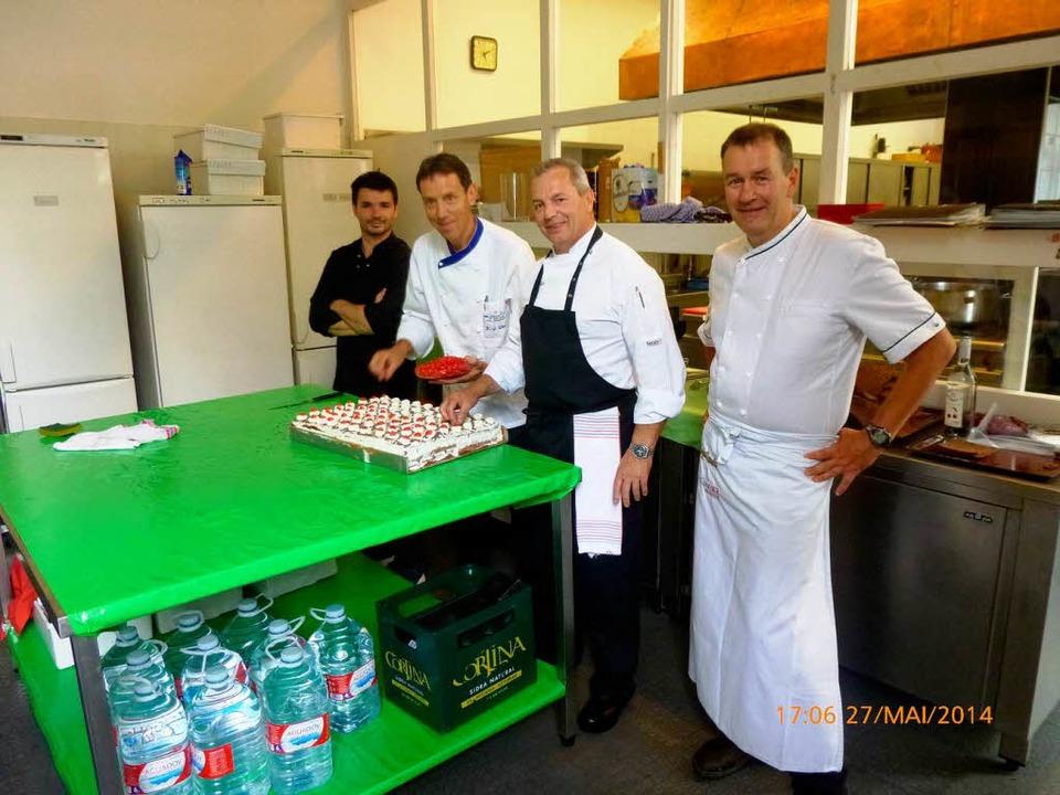 Das Köche-Trio aus dem Hochschwarzwald...r und Mario, Chefkoch der Botschaft.      Foto: HTG