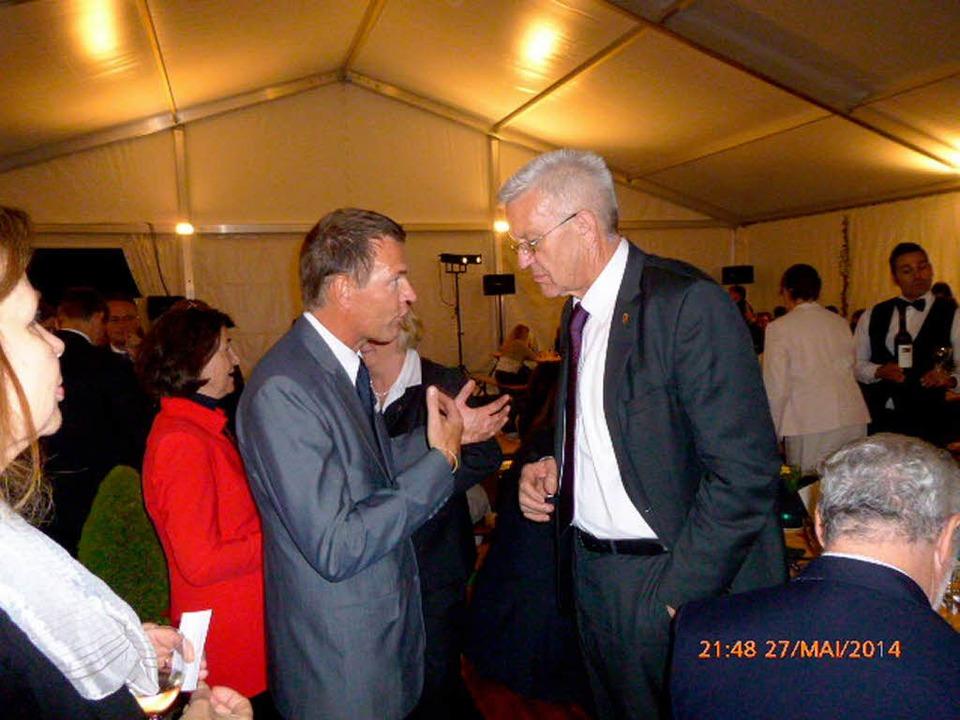 HTG-Geschäftsführer  Rudolph im Gespräch mit Ministerpräsident   Kretschmann.     Foto: HTG