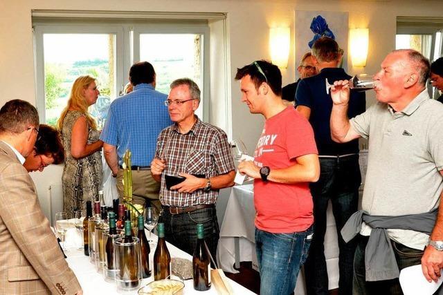 Mehrere hundert Gäste besuchen die Ihringer Weinkost