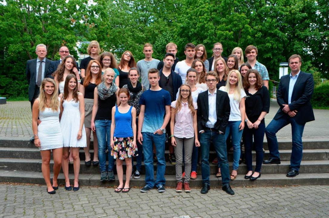 31 Schüler bestanden die Abiturprüfung...tellten sich zum Erinnerungsfoto auf.   | Foto: Peter Gerigk