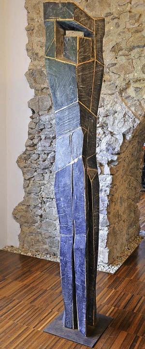 Holzskulptur  von Andreas Theurer im Gewölbekeller des kunsthauses  | Foto: alexandra wehrle