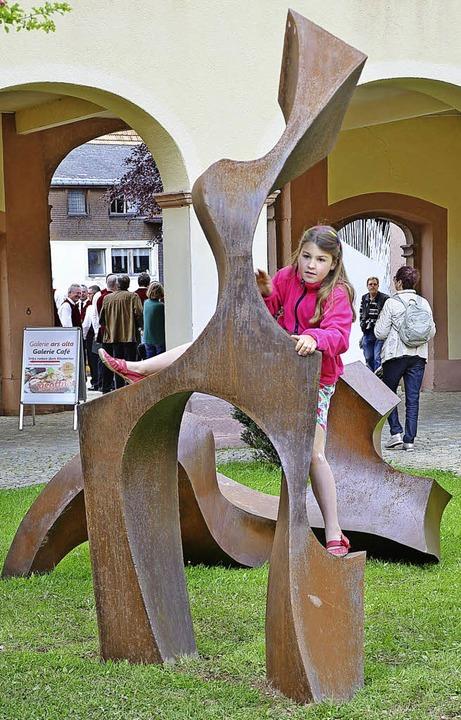 Die Skulpturen von Thomas Otto laden e... zu berühren oder gar zu erklettern.    | Foto: Alexandra Wehrle
