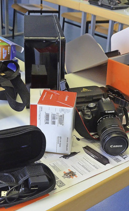 Kameras und viel Technik gehört zum Diebesgut...  | Foto: Ingrid Böhm-Jacob