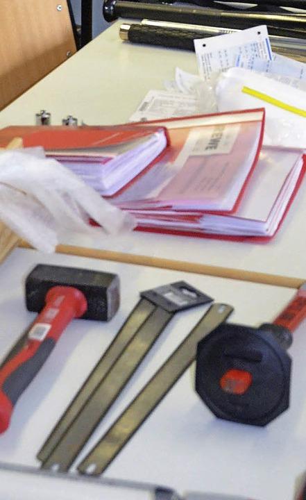 aber auch typische Einbruchswerkzeuge wurden gefunden.  | Foto: Ingrid Böhm-Jacob