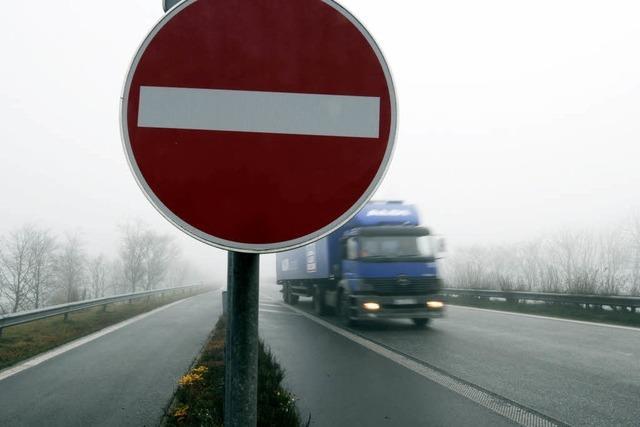 Geisterfahrer auf der A 98 - Autofahrerin entgeht knapp Unfall