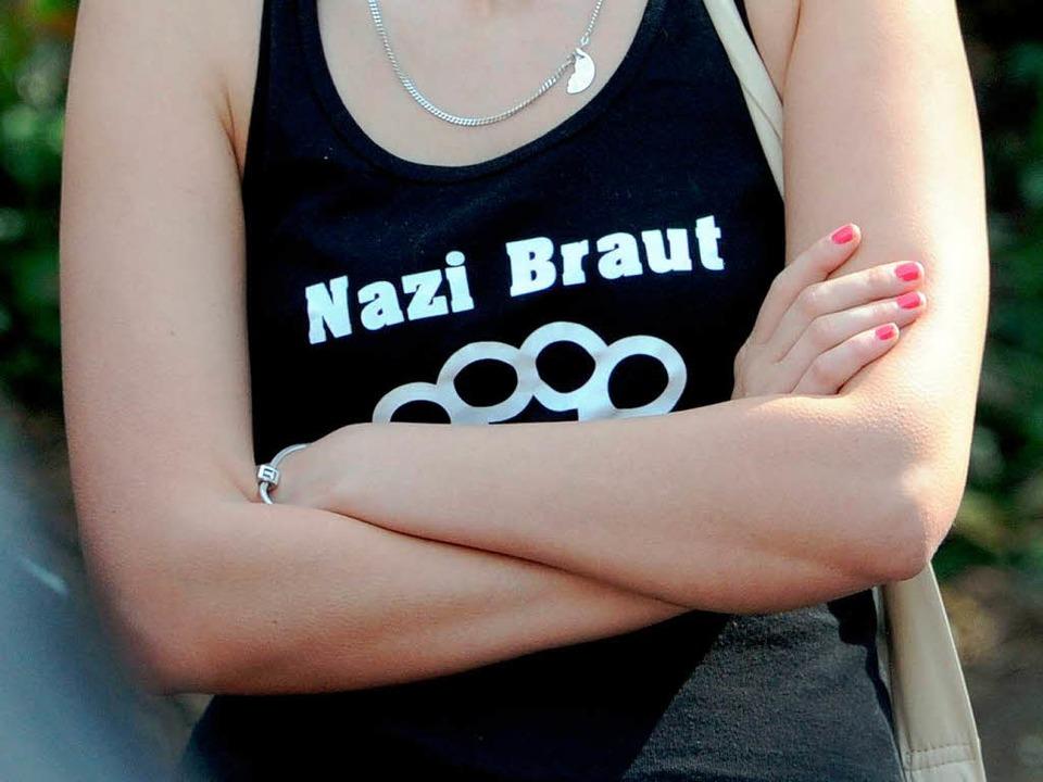 Die Zahl der Menschen, die solche Shirts tragen, geht in Deutschland zurück.  | Foto: Deutsche Presse-Agentur