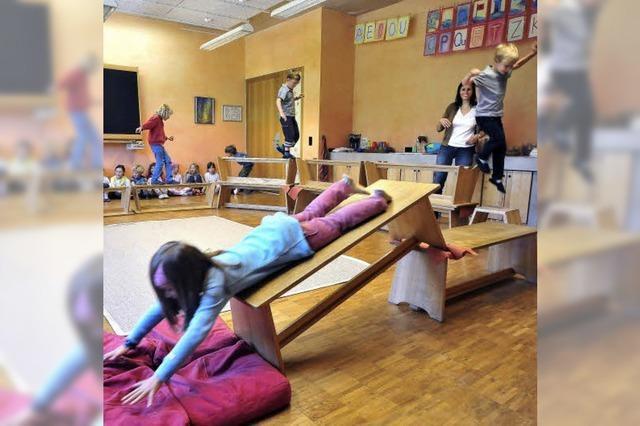 Die Freiburger Waldorfschulen funktionieren Möbel um