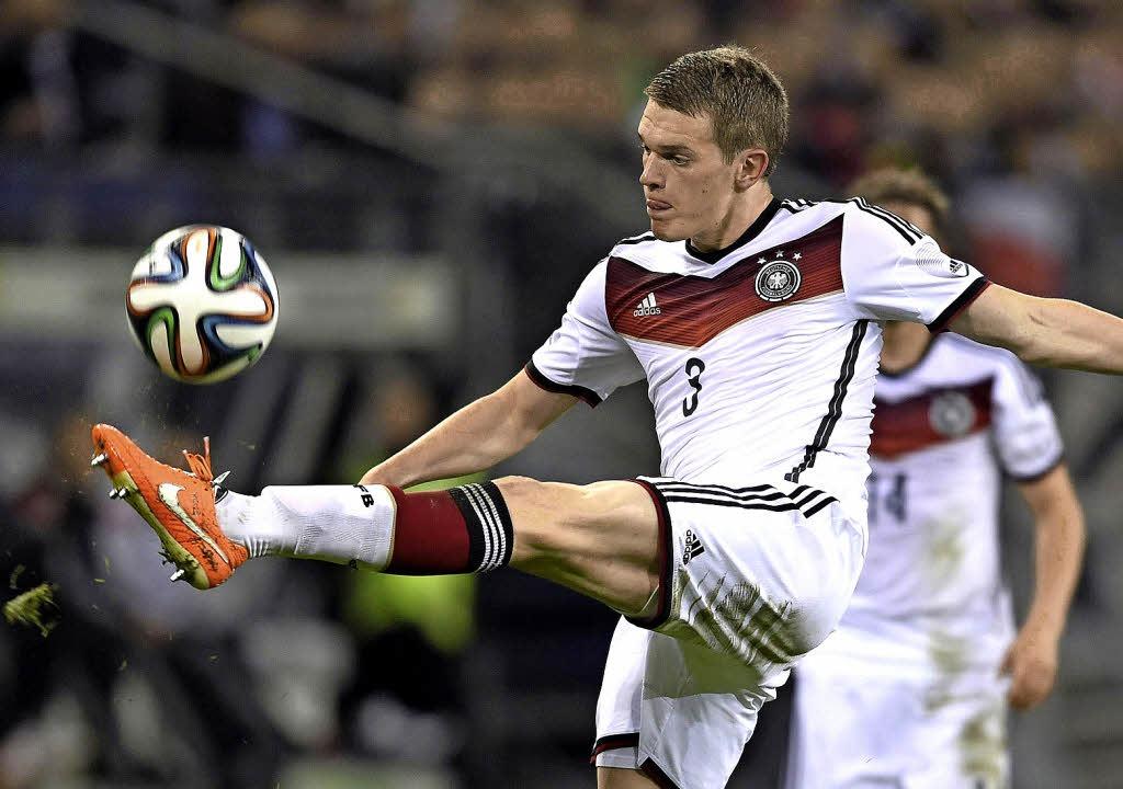 Ein Freiburger SC-Spieler tritt bei der WM in Brasilien an. Wer ist es?    Foto: AFP