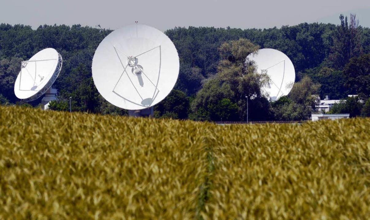 Satellitenschüsseln des Ionosphärenins...snachrichtendienstens bei Rheinhausen.  | Foto: dpa