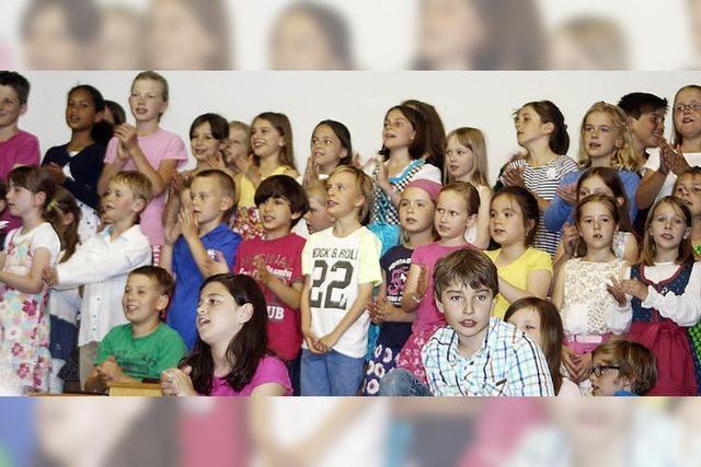 Schüler feiern Partytime im Urwald