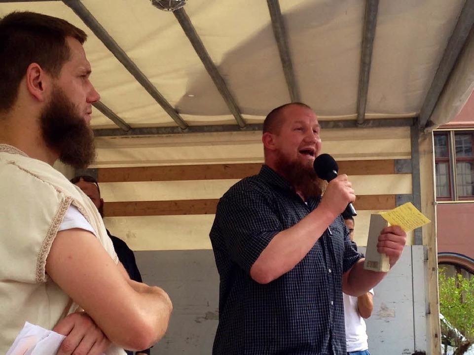 Zwei Salafisten in Freiburg: Sven Lau und Pierre Vogel.  | Foto: Röderer Joachim