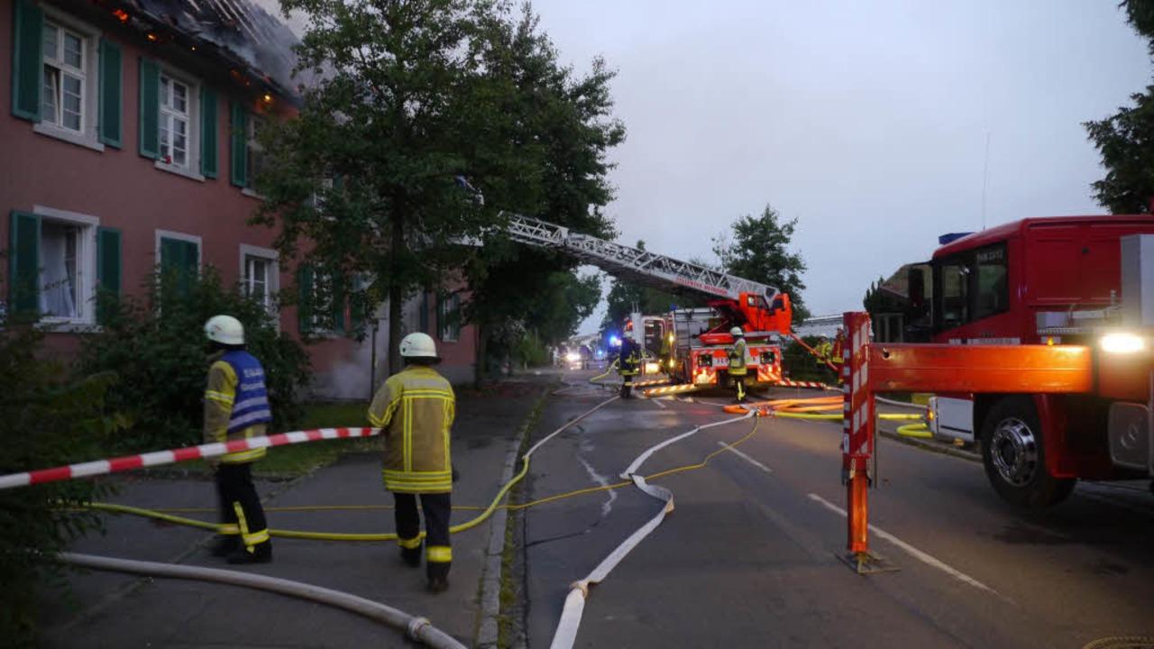 Der Dachstuhl eines Wohnheims in Staufen hat gebrannt.     Foto: Kamera24.tv