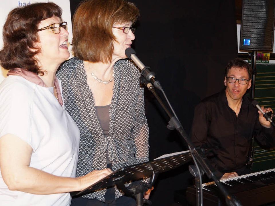 Die Elsässerin Liliane Bertolini, die ...us Heiniger  (von links) auf der Bühne  | Foto: Silke Hartenstein