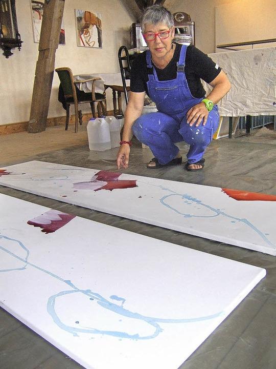 Martina Riedlberger hat ihr Atelier no...tscheune in Bremgarten aufgeschlagen.     Foto: Susanne Müller