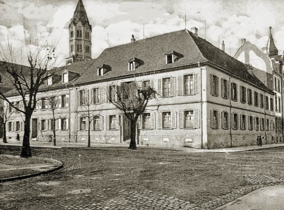 Das alte Foto zeigt die Villa Kuenzer ...den beim Bombenangriff 1944 zerstört.   | Foto: Archiv Sigmund