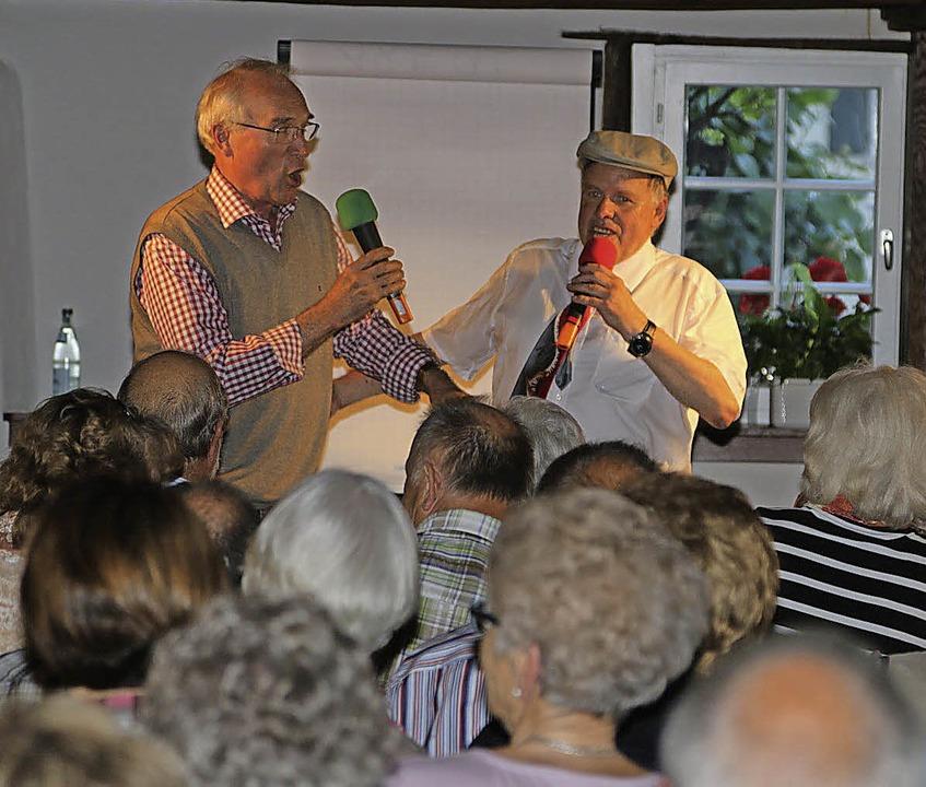 Hast Du Töne? Reinhard Seiberlich von ...old Fetscher beim gemeinsamen Jodeln.     Foto: Hans-Jürgen Hege