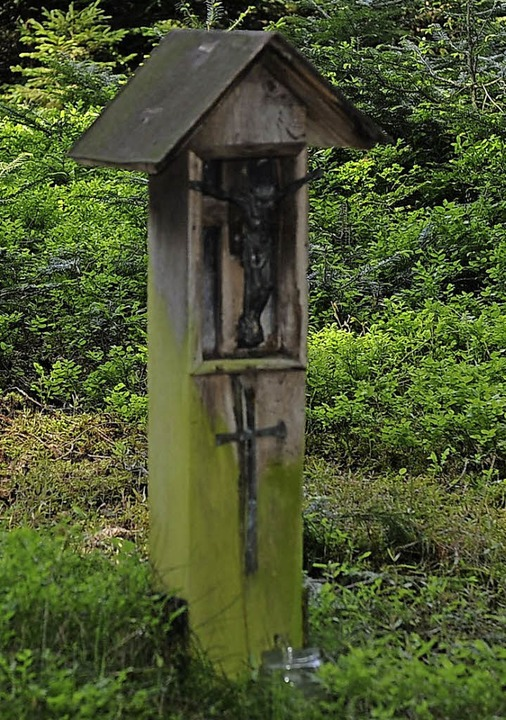 An einen Mord aus Eifersucht erinnert ein Bildstöckchen im Wald in Rippolingen.     Foto: Karl Braun