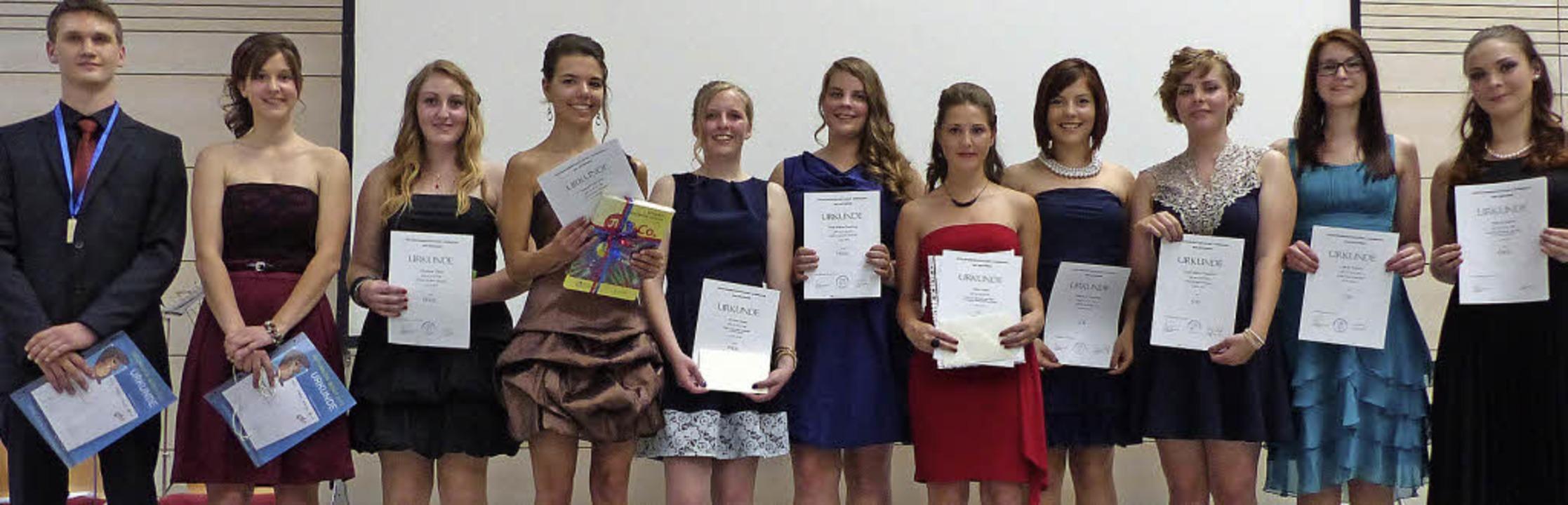 Die  stolzen Preis- und Lobträger unte...dlich bei der Abschlussfeier in Murg    | Foto: Marion Rank